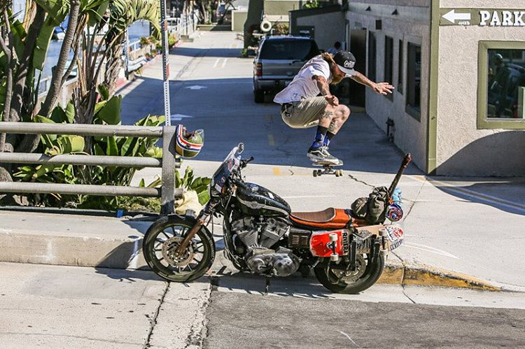 @gnarlivin with an aggressive snap up and over his @harleydavidson!