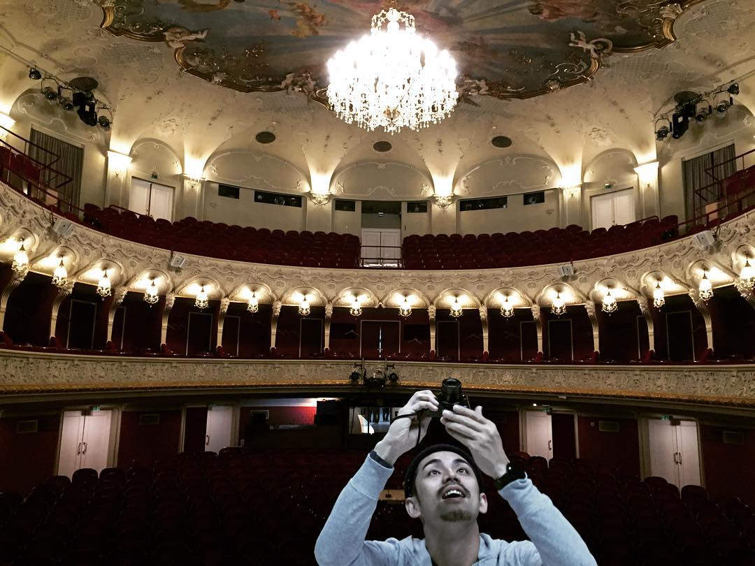 Shining @akiwo !!! #salzburgo #theater #trippingmood