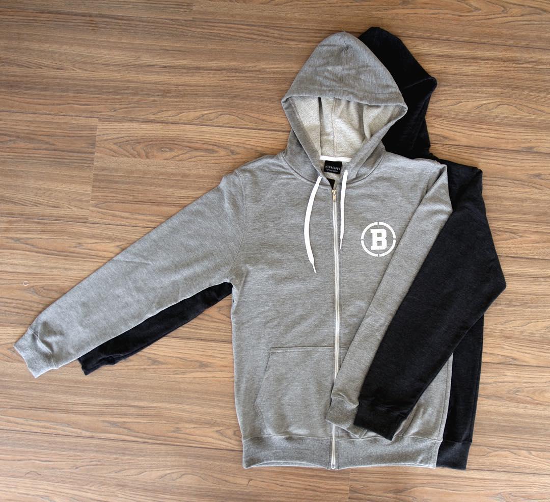 Zip-up hoodies hug ✌