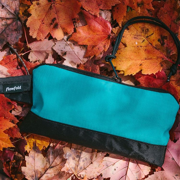 The #Flowfold Ace pouch in Aquamarine is perfect for the little things. Made in USA with a Lifetime Warranty and free domestic shipping. Shop colors using the link in our profile.