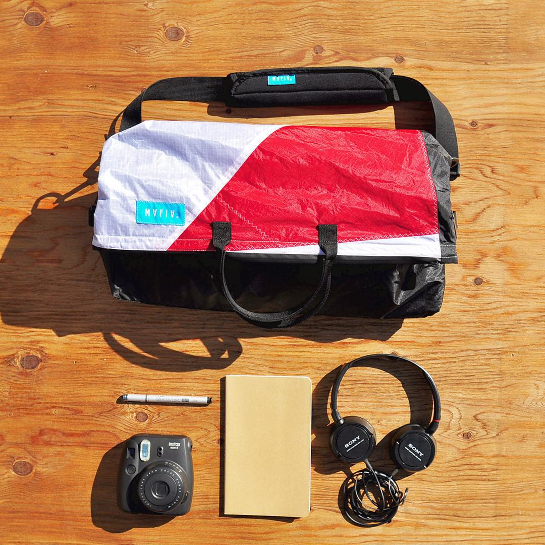 A designer's #mafiasurvivalkit // we collaborated with @stanford d.school to create the Day Runner Messenger, a multifunctional bag ideal for commuting & carrying a designer's workday essentials ✒️