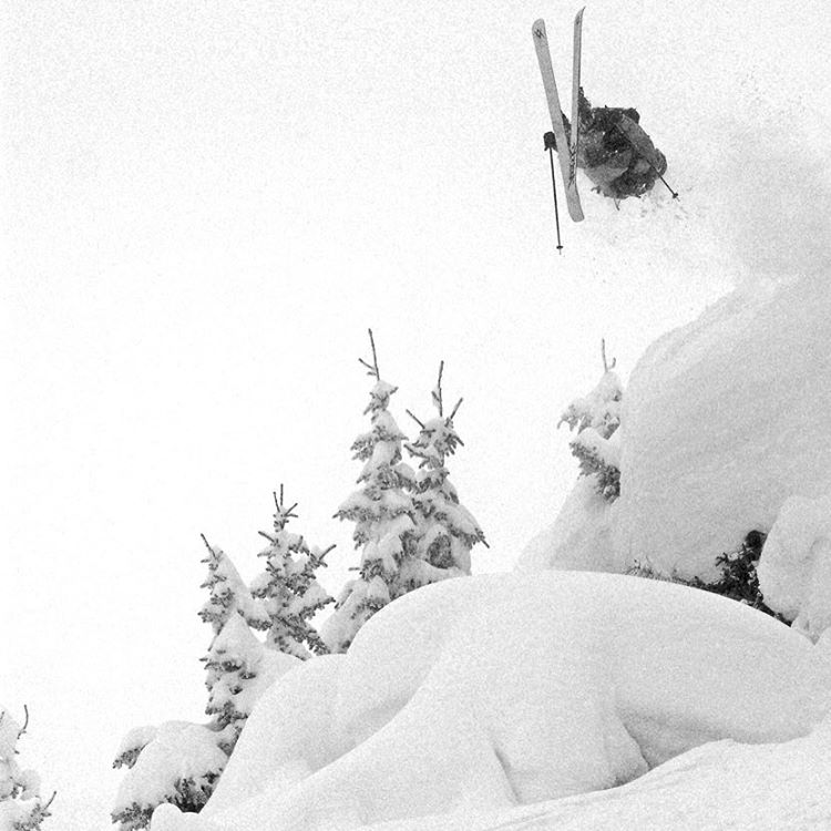 All this snow in Colorado is getting us excited for winter! #vail #ski #colorado #everydayanoutsideday #backflips #powder #snow #cliff. Throwback to the good old days with @matt_luczkow