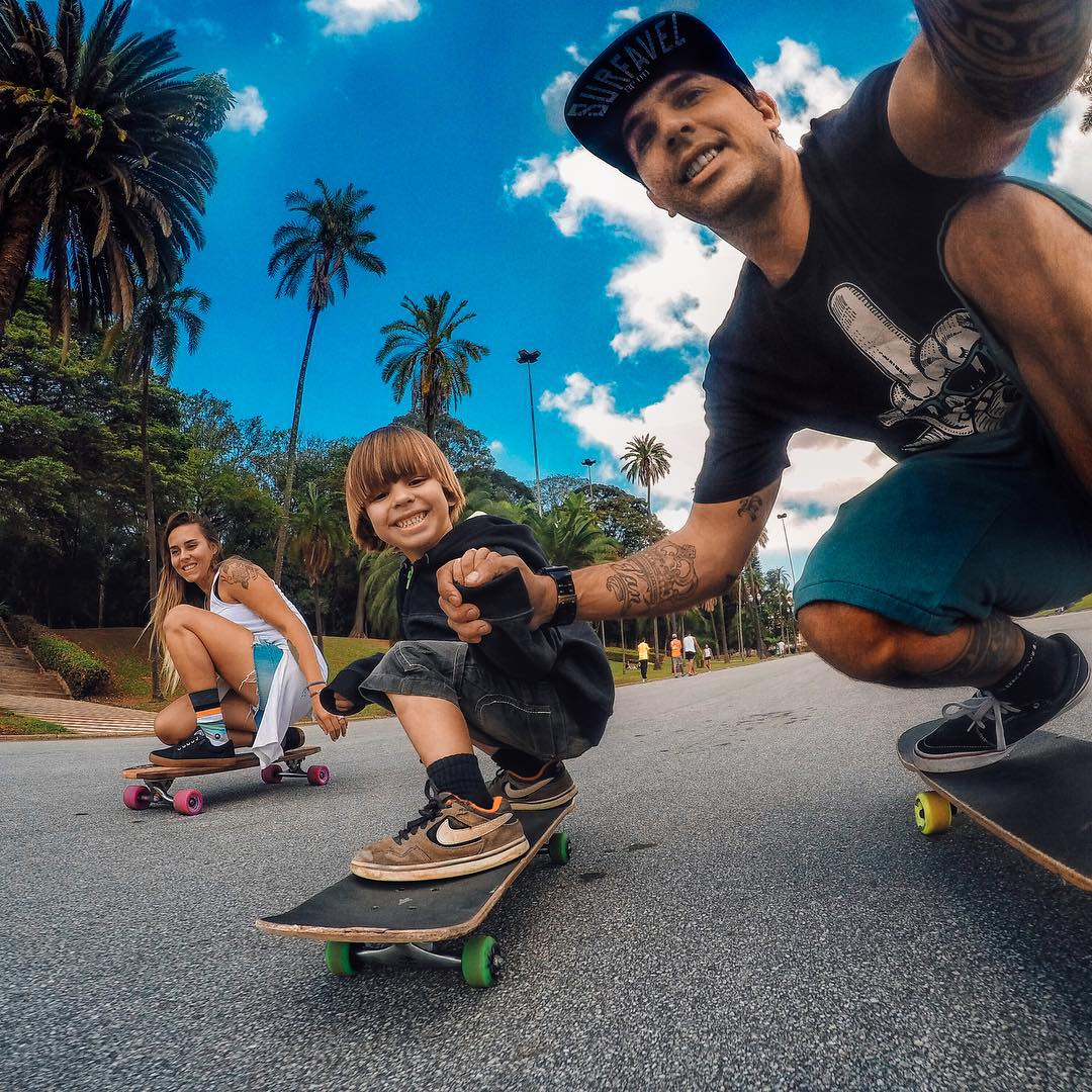 Photo of the Day! @igorlag3 passes down his passion for skating, making it a family affair. How do you spend your #family time? Share your traditions with us by following the link in our profile. #BEAHERO #skate #familia