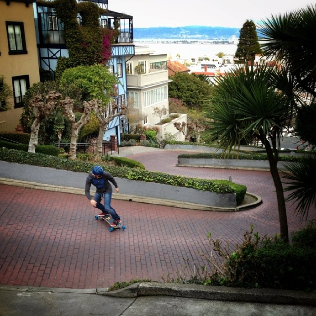 André Vaz repping Brazil on Lombard st. # Freebord #Shredhard #bordblog