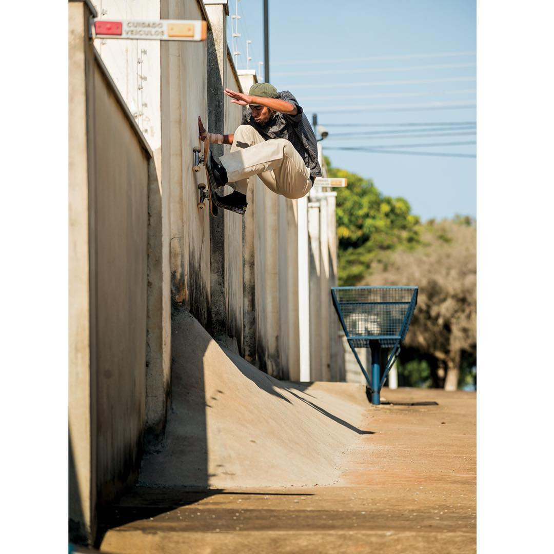 @thaynancosta going up on a Brazilian frontside wallride. See Thaynan and the rest of the team in #DeLaCalleDaRua premiering in November! #ThaynanCosta #DCShoes