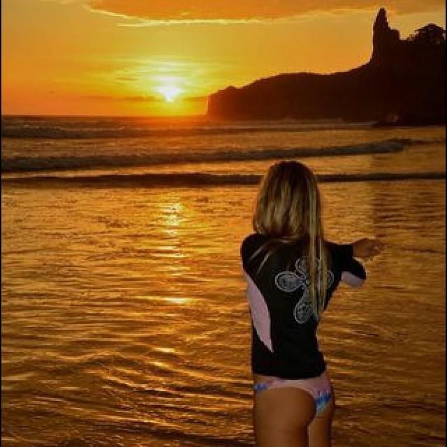Atardecer desde Montañita, Ecuador - con @agustinacerruti #sunset #thermoskin #surf