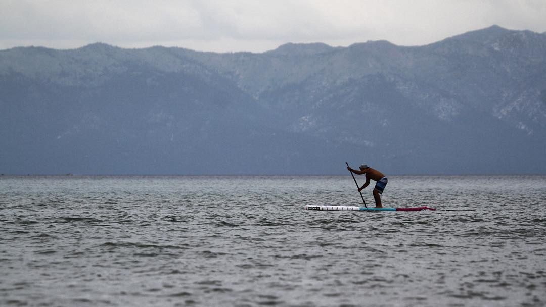 That one time @urijahfaber put down the gloves and picked up a #roguesup. #tbt #tahoe #sup #paddle #racethelakeofthesky