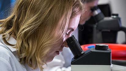 woman looking in a microscopt