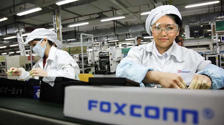 """iPhone Factory Workers: """"Thank God Apple Is Finally Paying Its Musicians Fairly"""""""