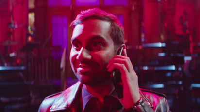 Not Even A Phone Call From His Mom Can Diminish Aziz Ansari's Swagger
