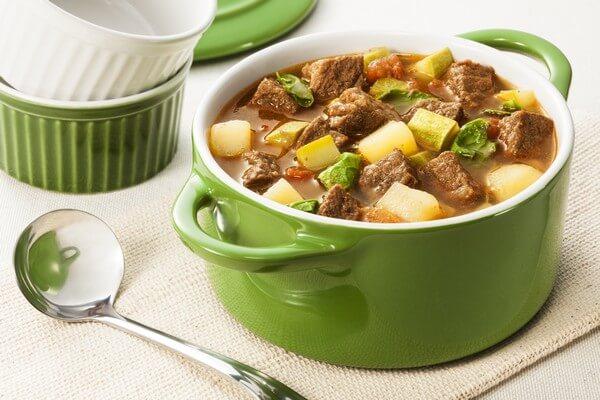 sopa-de-coxao-duro-com-legumes-na-panela-de-pressao