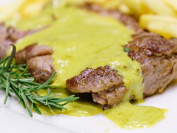 carn-grelhada-e-molho-de-mostarda