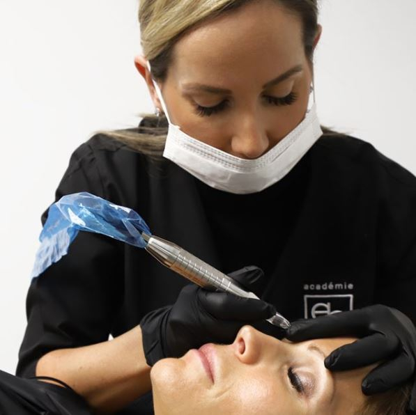 Maquillage Permanent en processus