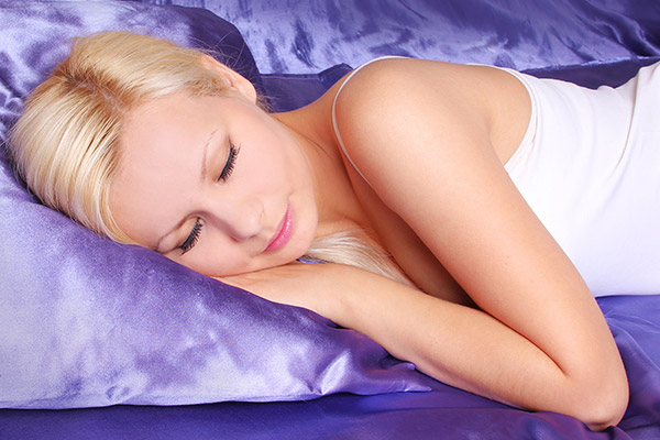 Why You Should Use a Silk Pillowcase For Better Hair