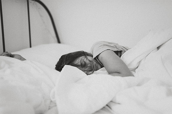 Ways to Prevent Flattening Hair While Sleeping