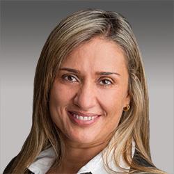 Chrystiane Junqueira headshot