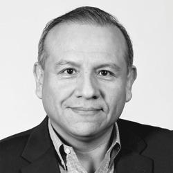 Raul Poma headshot