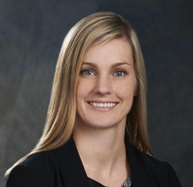 Erin Leuschke headshot