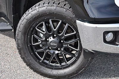"20"" Hunter Wheels w/All-Terrain Tire Upgrade"