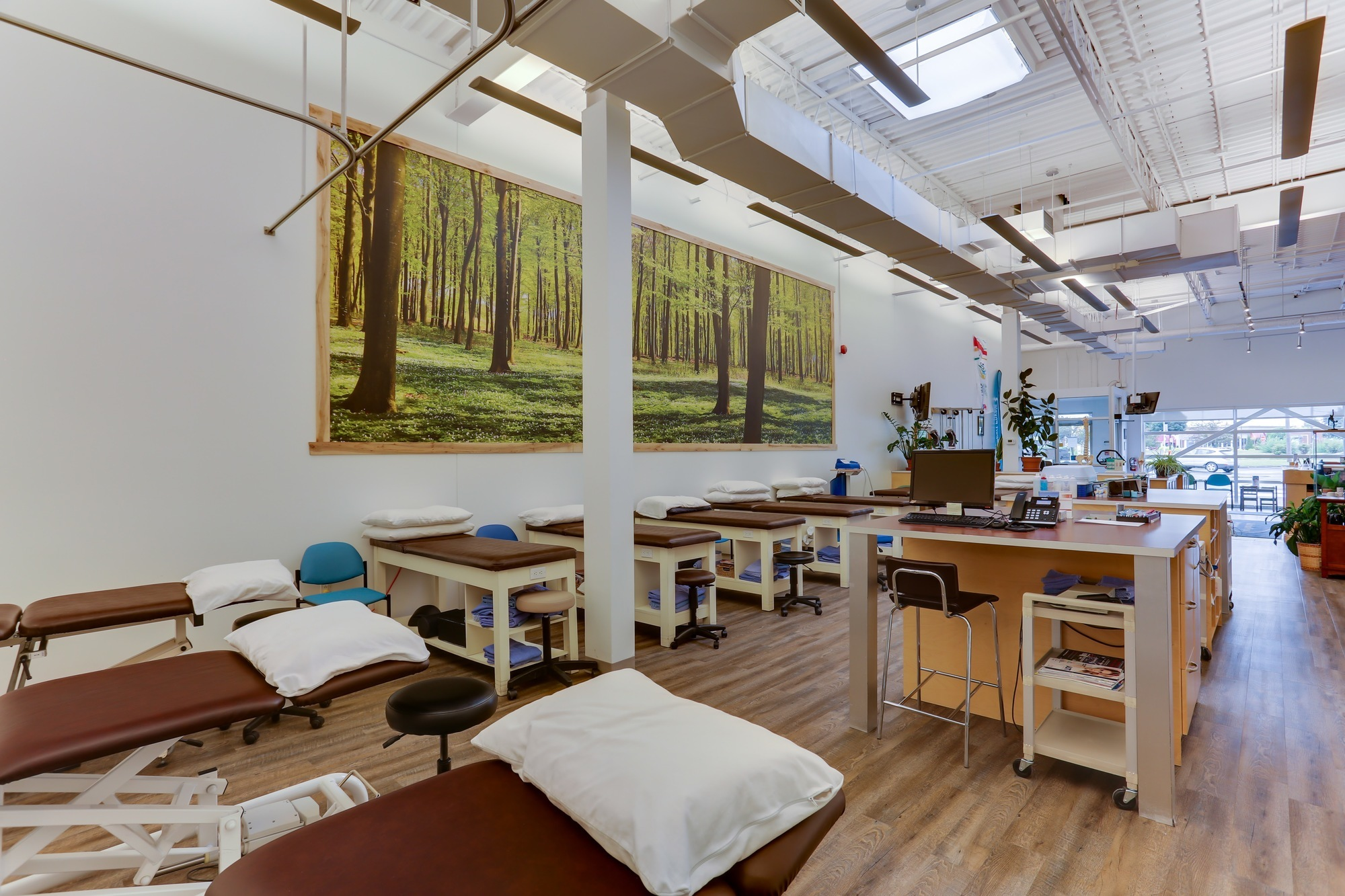 Picture of the Boucherville Action Sports Physiotherapy Clinic. You can book online or call us at 450 641-4610. We offer physiotherapy, kinesiology, osteopathy and many more professional services.