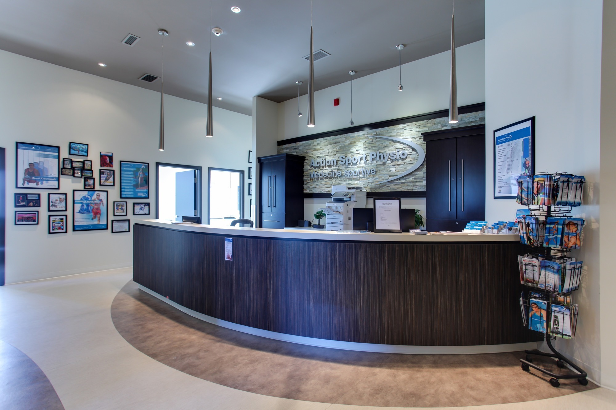 Picture of the Repentigny Action Sports Physiotherapy Clinic. You can book online or call us at 450 585-1467. We offer physiotherapy, kinesiology, osteopathy and many more professional services.