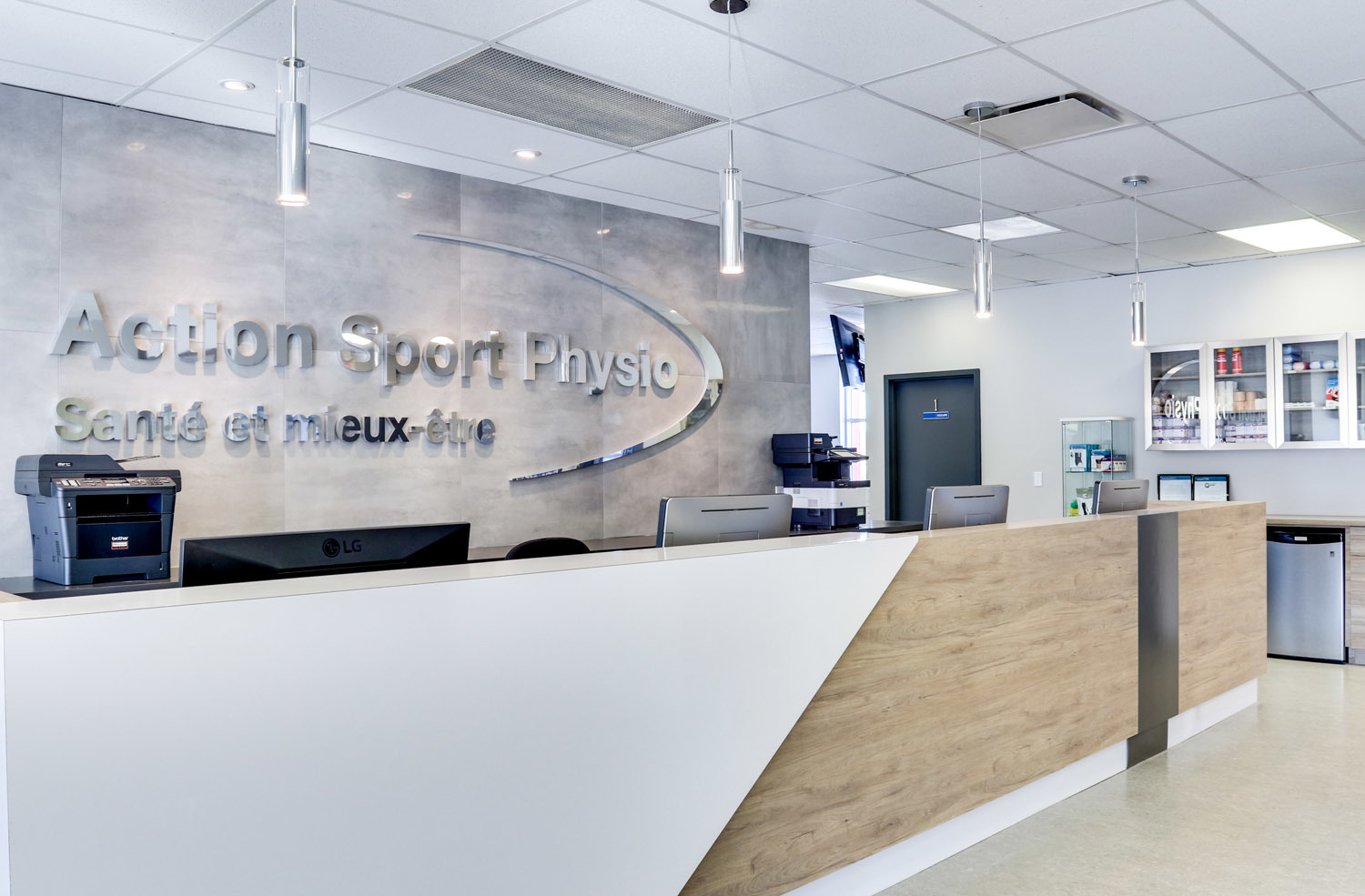 Picture of the Saint-Jérôme Action Sports Physiotherapy Clinic. You can book online or call us at 450 432-0422. We offer physiotherapy, kinesiology, osteopathy and many more professional services.