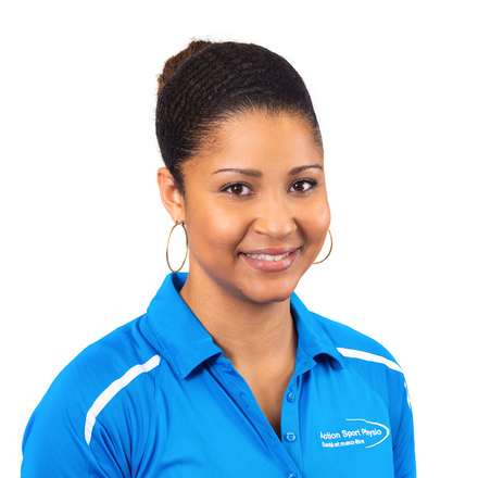 Picture of Erica Lafontant Physiotherapy expert in the Town-of-Mount-Royal's clinic