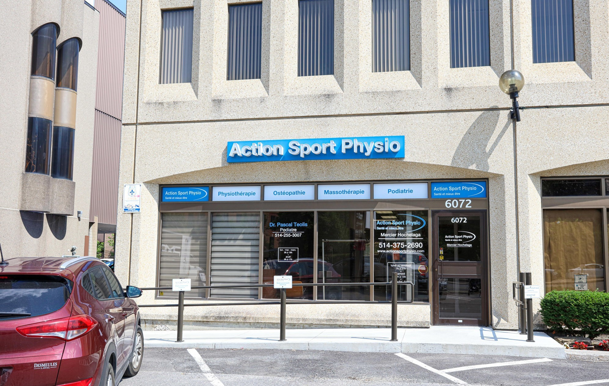 Picture of the Mercier Hochelaga Action Sports Physiotherapy Clinic. You can book online or call us at 514-375-2690. We offer physiotherapy, kinesiology, osteopathy and many more professional services.