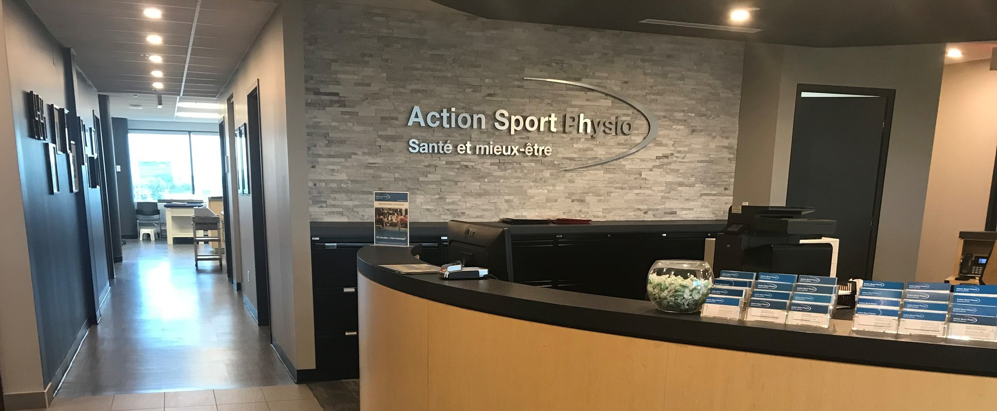 Picture of the West Island Action Sports Physiotherapy Clinic. You can book online or call us at 514 624-2424. We offer physiotherapy, kinesiology, osteopathy and many more professional services.