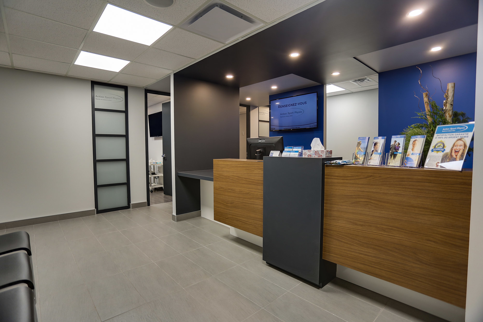 Picture of the Town of Mount Royal Action Sports Physiotherapy Clinic. You can book online or call us at 514-418-0175. We offer physiotherapy, kinesiology, osteopathy and many more professional services.