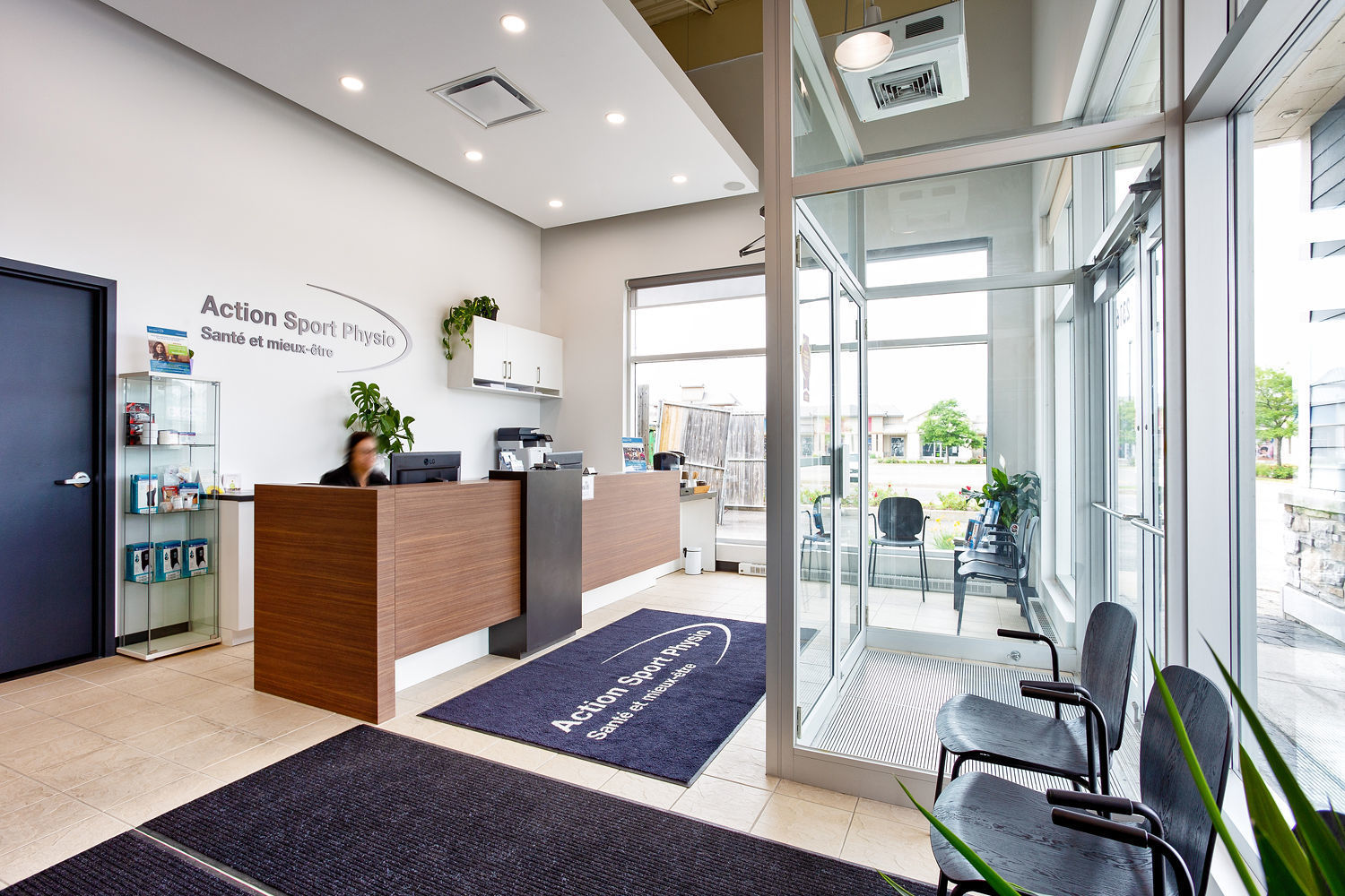 Picture of the Laval West (Ste-Dorothée) Action Sport Physiotherapy Clinic. You can book online or call us at (450) 241-0220. We offer physiotherapy, kinesiology, osteopathy and many more professional services.