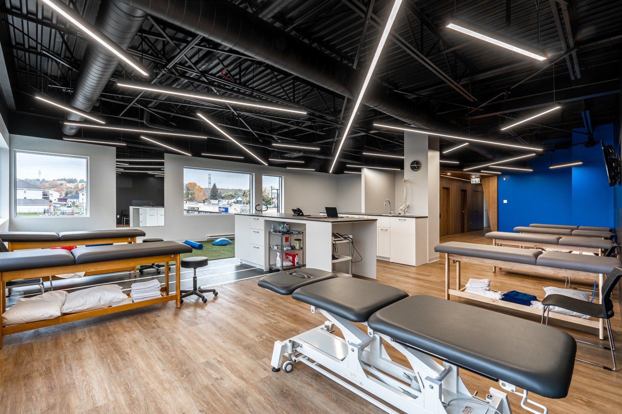 Picture of the Mascouche Action Sport Physiotherapy Clinic. You can book online. We offer physiotherapy, kinesiology, osteopathy and many more professional services.