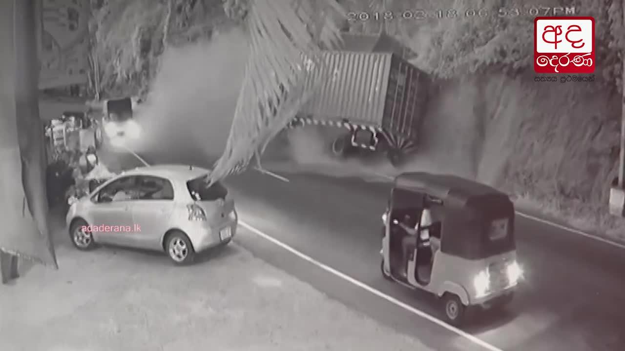 Accident causes damage to historic Kadugannawa Ambalama