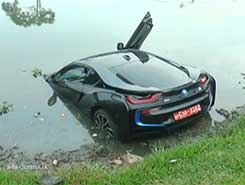 Unregistered super luxury car plunges into Diyawanna Oya (English)