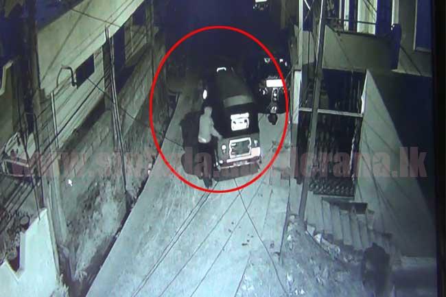 ත්රිරෝද රථ හොරෙක්-CCTV දර්ශන සහිතයි