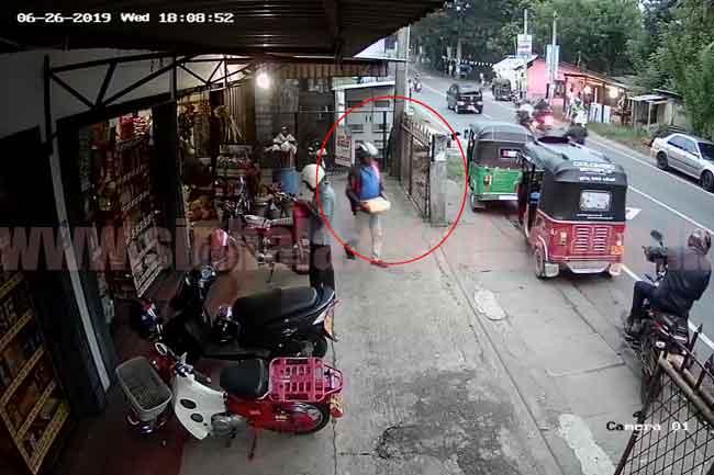 ගම පුරා ගිය හාල් හොරා-CCTV දර්ශන සහිතයි