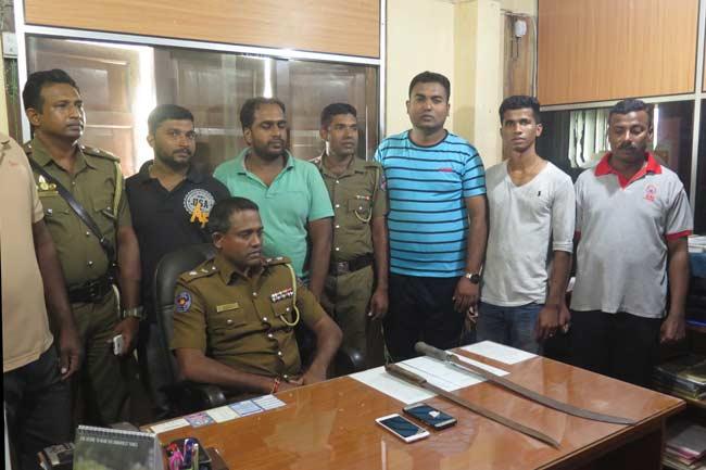 வாள் வெட்டுக் குழுவுகளில் தொடர்புடைய 6 பேர் வட்டுக் கோட்டையில் கைது