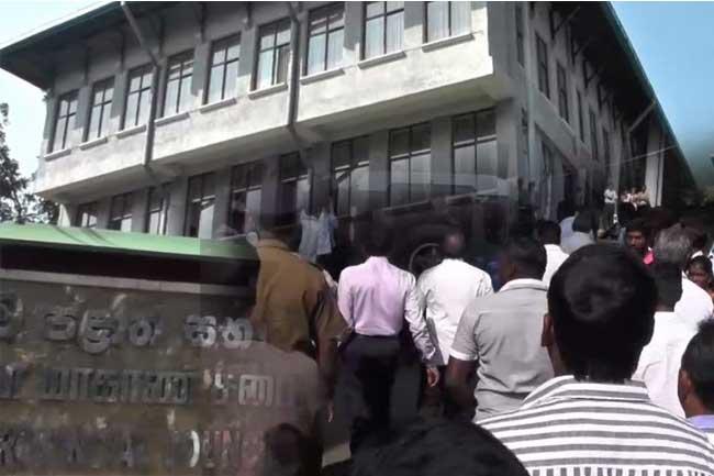 ஊவா மா.சபை உறுப்பினர்கள் மீது தாக்குதல்
