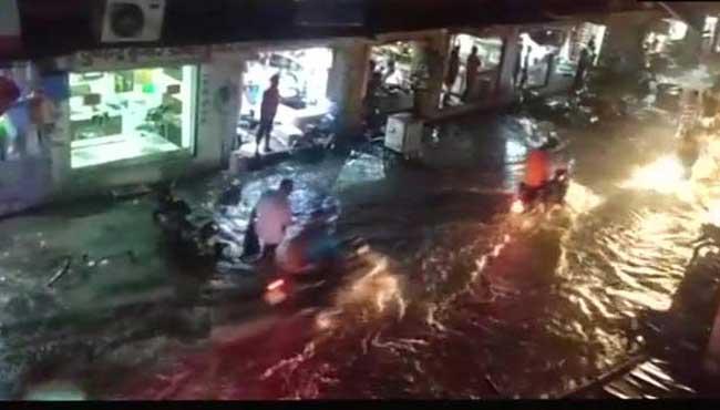 மழைக்கு 12 பேர் பலி - பலர் வைத்தியசாலையில்...