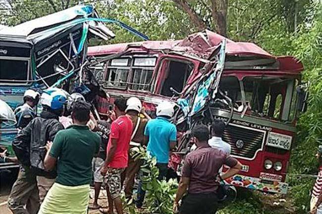 பஸ் விபத்தில் 50 பேர் வைத்தியசாலையில் அனுமதி