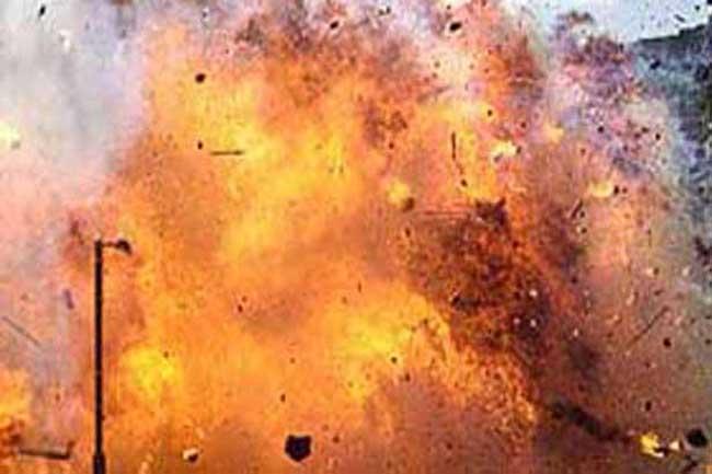 வெடிகுண்டுகள்   காரில் வெடித்ததில் 35 பயங்கரவாதிகள் பலி