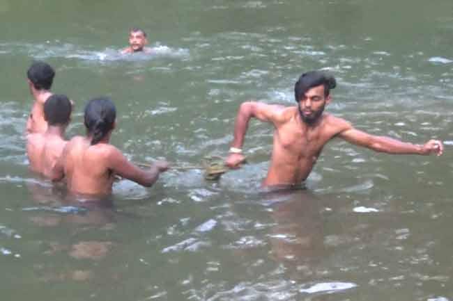 நாவலப்பிட்டி மற்றும் இங்கிரியவி்ல் ஆற்றில் மூழ்கி 3 பேர் பலி