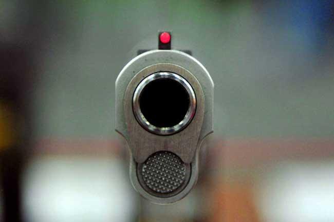 இரவு விடுதியில் துப்பாக்கி சூடு - 15 பேர் பலி