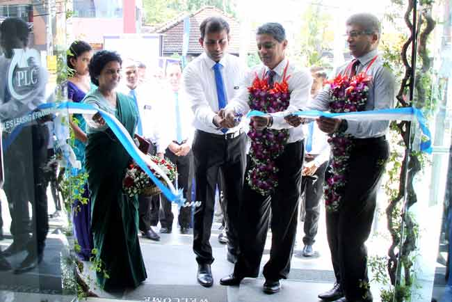 பீப்பள்ஸ் லீசிங் தனது ஹொரண கிளையை மெருகேற்றி புதிய முகவரிக்கு இடம்மாற்றியுள்ளது