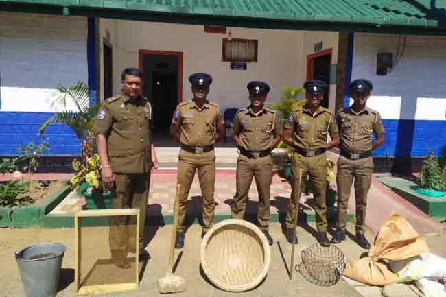 சட்டவிரோத மாணிக்ககல் அகழ்வு - 8 பேர் கைது