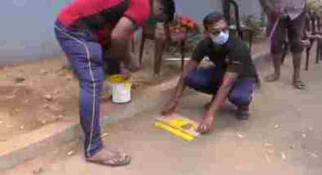 கந்தளாயில் கொரோனா வைரசிலிருந்து பாதுகாக்கும் பொருட்டு சம இடைவெளிக்கான கோடுகள் வரைவு