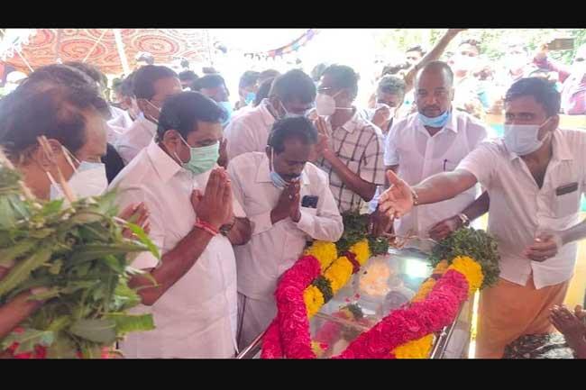 தற்கொலை செய்துகொண்ட  தனுஷ் - EPS நேரில் அஞ்சலி!