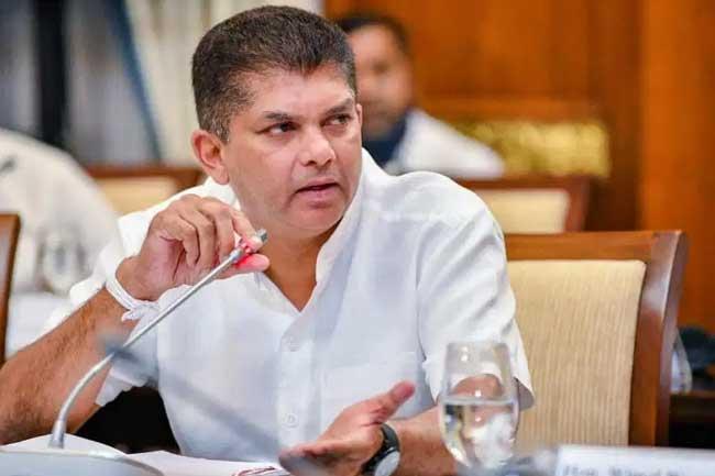 இராஜாங்க அமைச்சர் லொஹான் ரத்வத்த இராஜினாமா