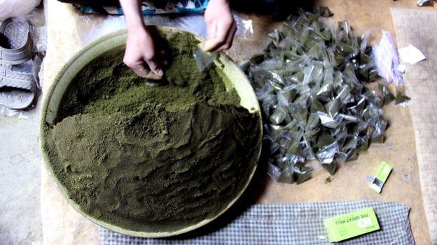 ஆஃப்கானிஸ்தானில் இந்த போதை மருந்தின் பெயர் 'மூக்குப்பொடி'
