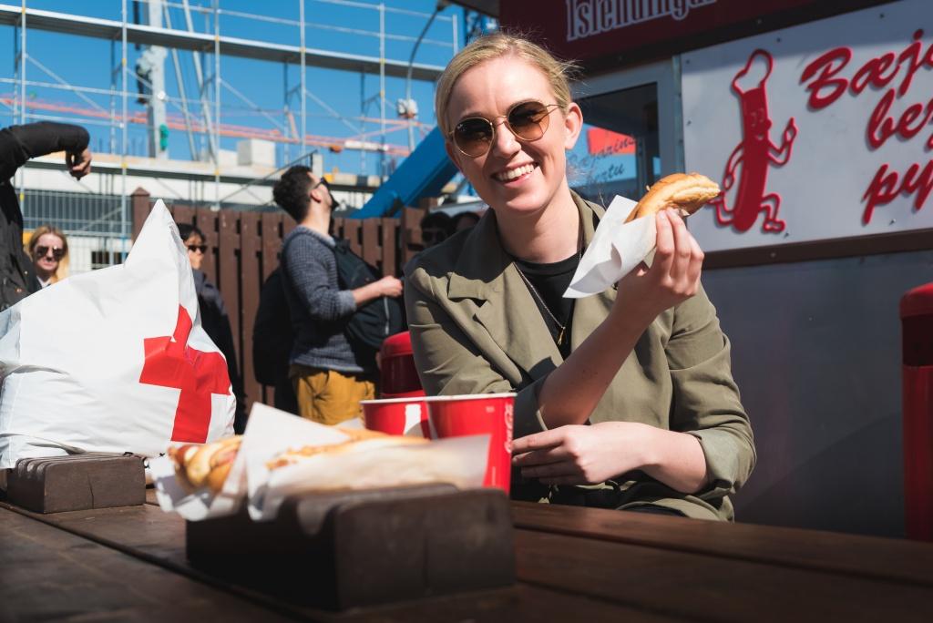 Icelander eating hot dogs in Reykjavik